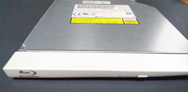 故障したノートパソコンの内蔵BDドライブの交換